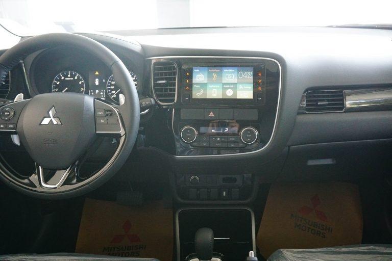 Hướng dẫn sử dụng màn hình giải trí trên Mitsubishi Outlander 2020