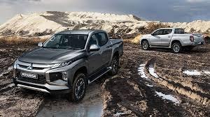 Kinh nghiệm và mẹo lái xe ô tô vượt qua đường lầy lội