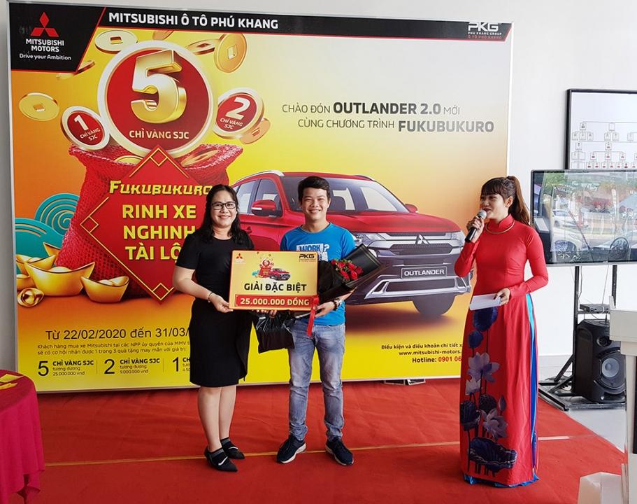 Mitsubishi Phú Khang An Giang trao thưởng gần 370 triệu đồng cho khách hàng mua xe Mitsubishi