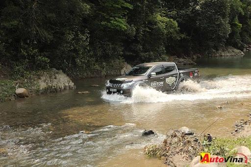 Những lời khuyên khi láy xe qua đoạn đường ngập nước